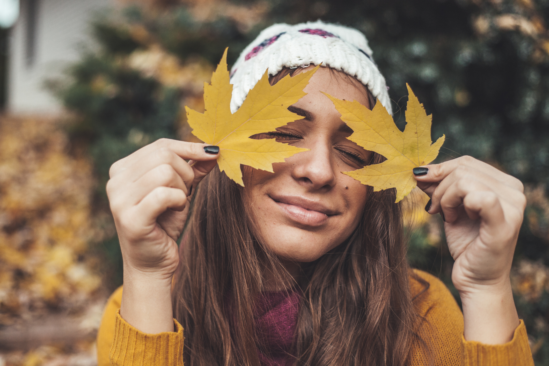 Portrait of a young beautiful woman  in the autumn leaves